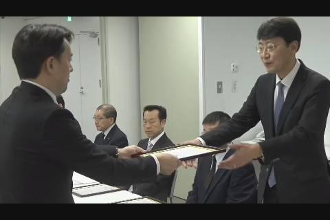 弘前市人口減少対策に係る企業認定制度認定証授与式