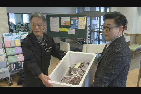 東研G鯨肉贈呈