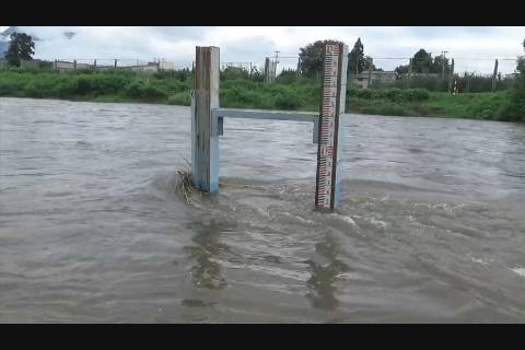 大雨警報河川の様子